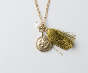 transformation_tassel_necklace_star_with_olive_tassel4_grande