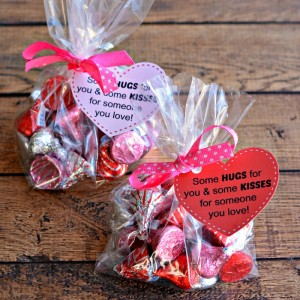 Hugs-and-Kisses-Treat-Bags-Valentines-Day