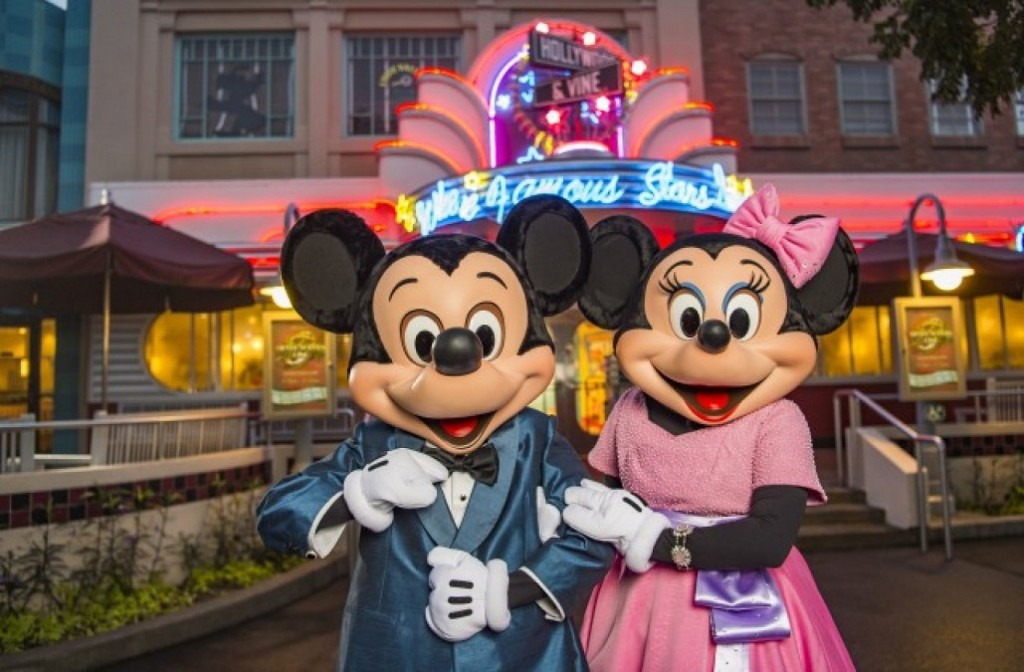 Mickey And Minnie S All New Date Ideas For The Month Of
